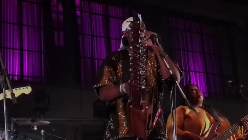 02 Love is the Drug Roxy Music meets Mandingo Phil Manzanera N Faly Kouyat .