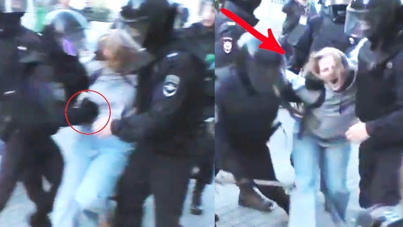 Полицейский ударил девушку в живот Митинг протесты Москва Сахарова Moscow protests Rally Russia