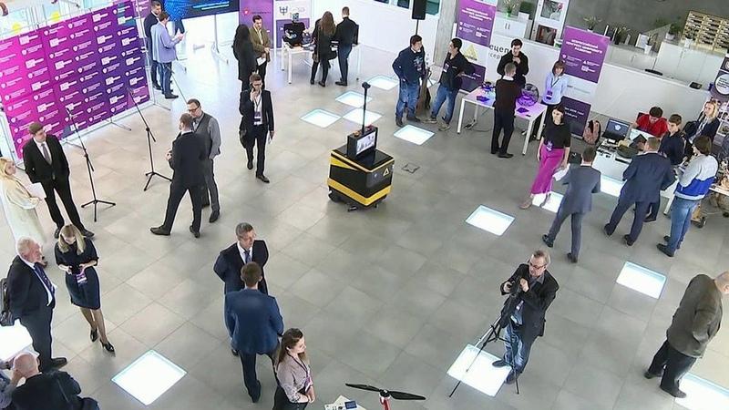 Вцентре «Сколково» представили достижения российских IT-компаний вобласти искусственного интеллекта, робототехники. Новости. Первый канал