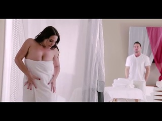 Massage and music with Angela White
