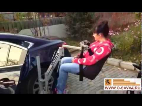 Посадка инвалида в Мазду 6 при помощи подъёмника для инвалидов MINIK