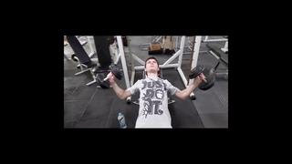 Начинающий бодибилдер ||  Тренировка грудных мышц и трицепса