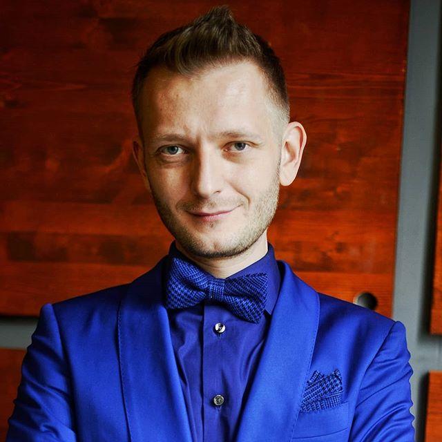 Константин Маласаев: Поздравляю всех с окончанием этих бесконечных выходных) А теперь, переходим на сайт MALASAEV.RU и бронируем ведущего на свою свадьбу, юбилей или корпоратив!