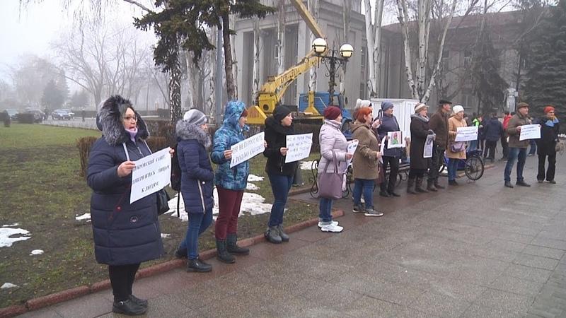 Акція протесту проти ялинки за мільйон гривень відбулась у Покровську