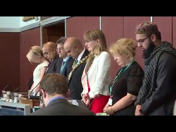 Angleterre maire musulman de Oldham Manchester impose la prière musulmane conseil municipal