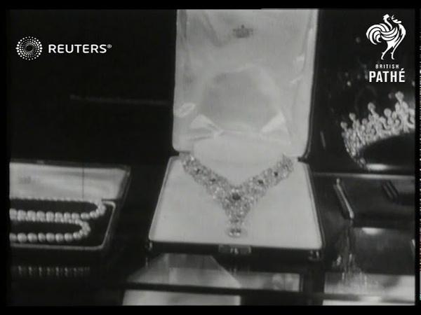 ROYAL Wedding of HRH Princess Elizabeth and Philip Mountbatten wedding presents on show 1947