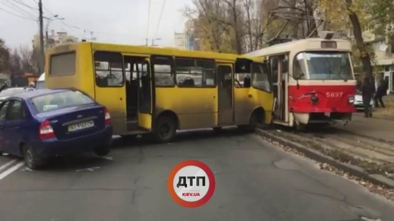Киев. Дтп. Кириловская 123. придумайте название видео