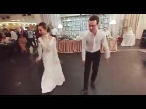 სიძე-პატარძლის საოცრად შესრულებული ცეკვა