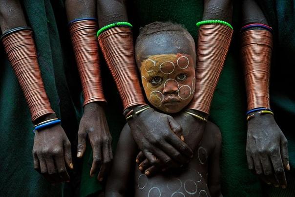 Ребенок племени сури (Эфиопия)