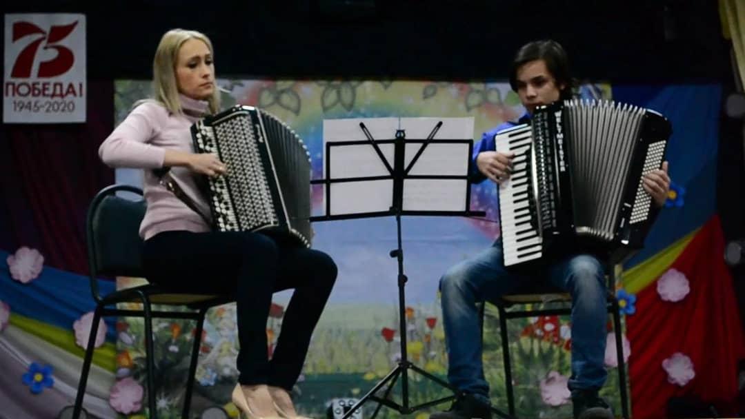 Педагоги и воспитанники школы искусств Петровска присоединились к флешмобу «Моя Россия»