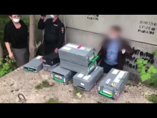 Сотрудники полиции обнаружили более 2 млн рублей, похищенных при нападении на инкассаторов в конце мая в Красноярске. Злой Ямал.