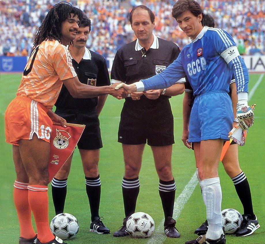 1988 год. Чемпионат Европы. Финал. Голландия — СССР 2:0. Рууд Гуллит и Ринат Дасаев