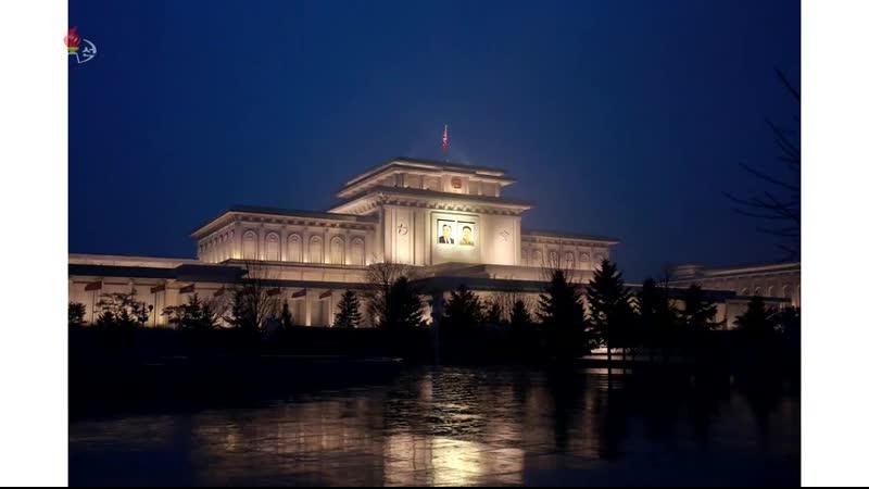 경애하는 최고령도자 김정은동지께서 민족최대의 경사스러운 광명성절에 즈음하여 조선로동당 중앙위원회 정치국 성원들과 함께 금수산태양궁전을 찾으시였다