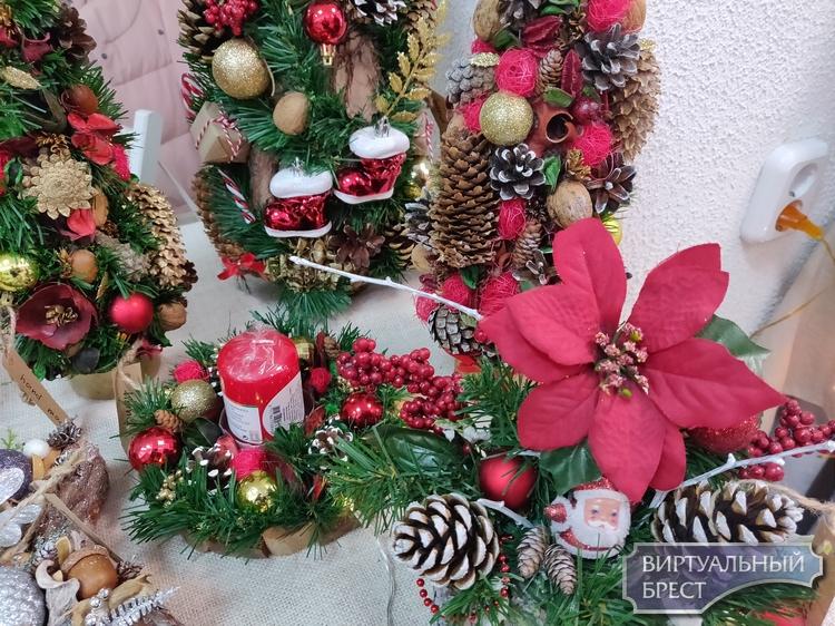 На Советской проходит Рождественская благотворительная ярмарка ремесленников Бреста
