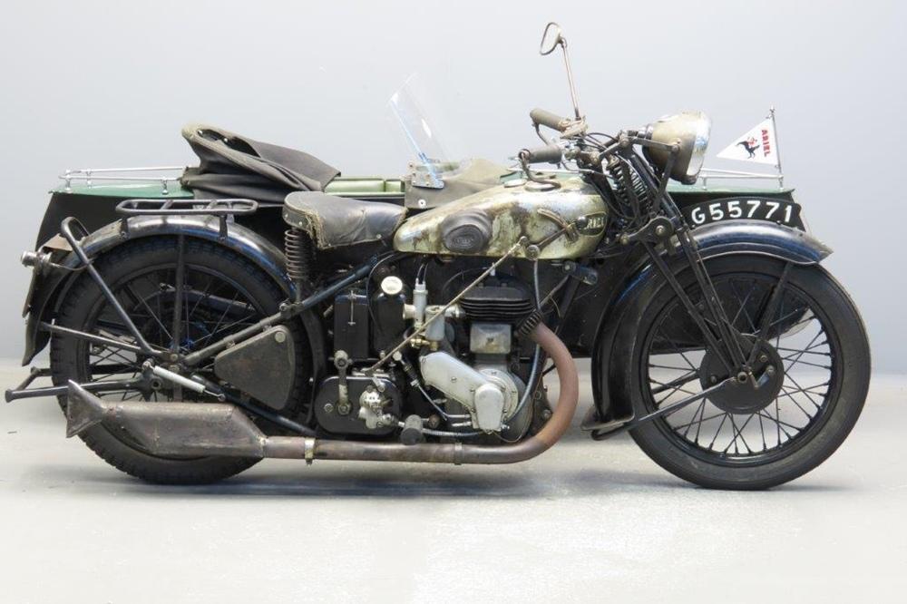 Старинный мотоцикл Ariel VB32 1932 с коляской Swallow