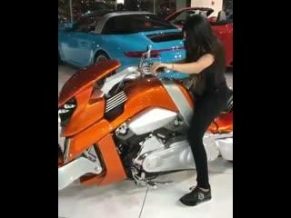 Моточудо, необычный мотоцикл, девушка на мотоцикле, кастом
