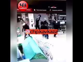 Вот чем заняты некоторые наши земляки   за пределами Дагестана продолжают гнобить своих, так например не давно в магазине.