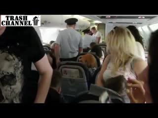 ЖЕСТЬ Гопник под бутиратом на борту самолета