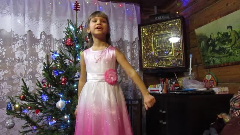 Анечка Светлова поёт песенку про Новый год