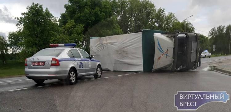 В Пружанах перевернулся грузовой автомобиль