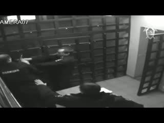 Мужик пронес пистолет в отдел