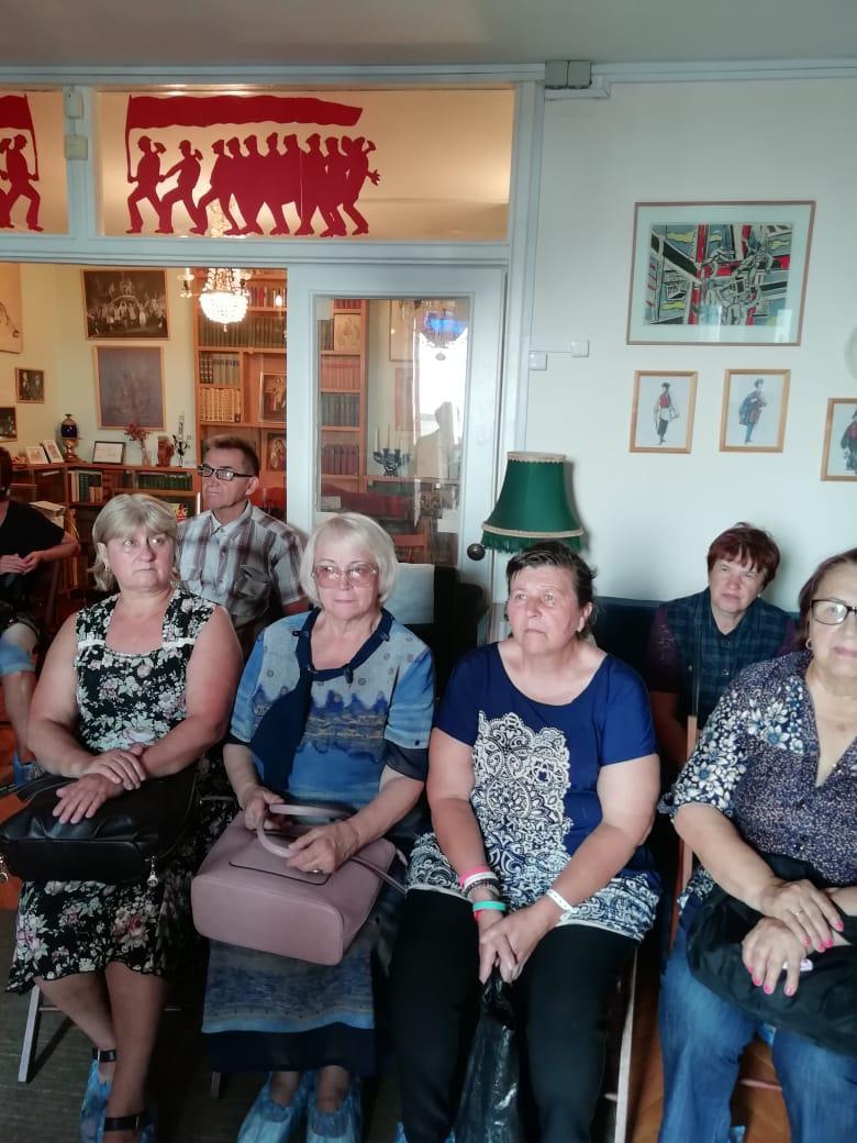 Музей народного артиста Валентина Плучека посетили участники проекта «Московское долголетие» из Некрасовки