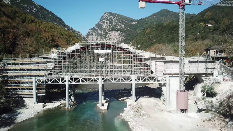 Το μονότοξο γεφύρι της Πλάκας Τζουμέρκα από ψηλά