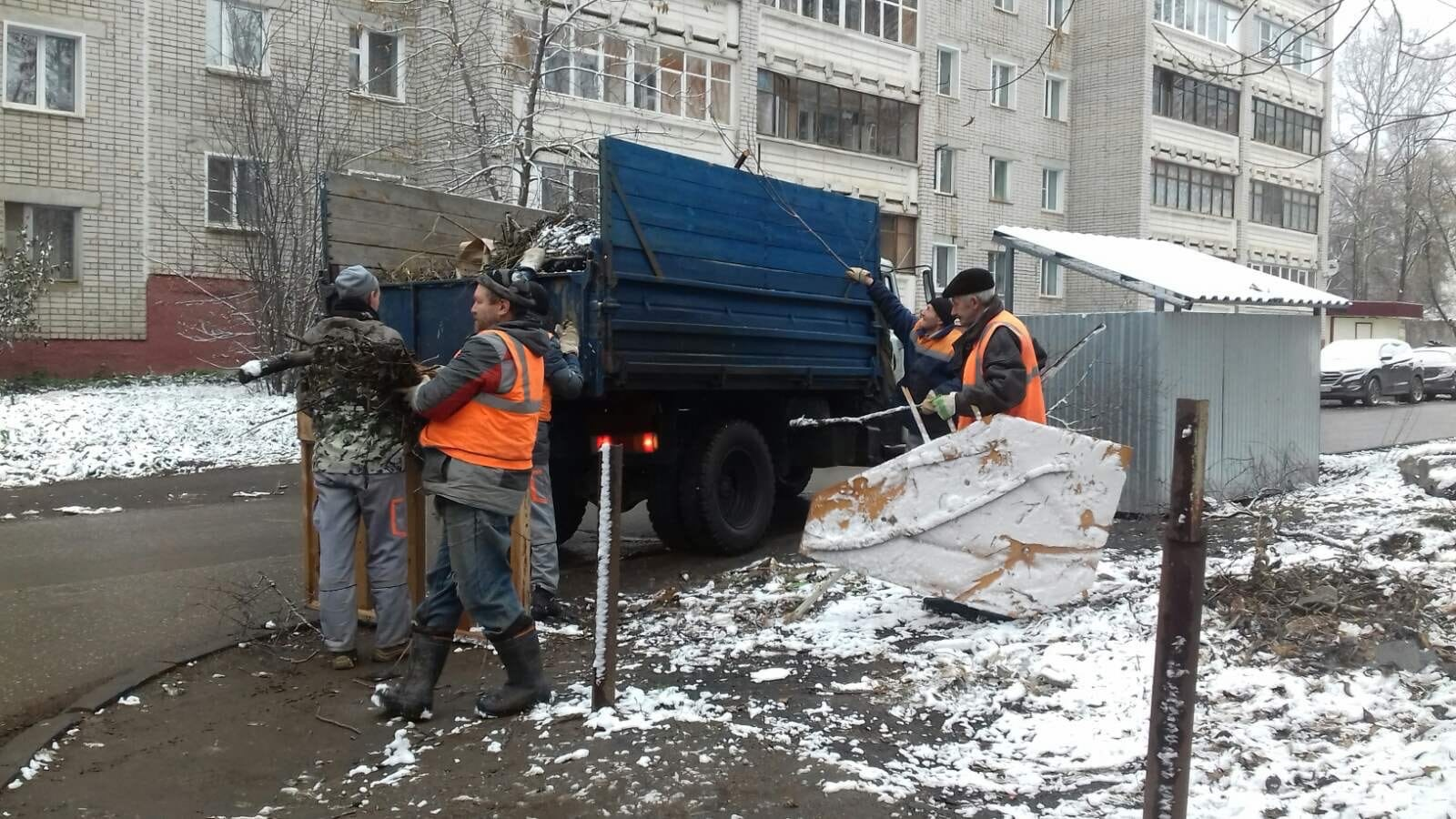 Ул. Широнинцев, 17. Вывоз мусора.