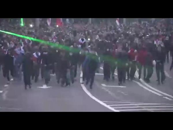 Митингующие в Минске бросали бутылки и камни в центральное РУВД на Орловской улице