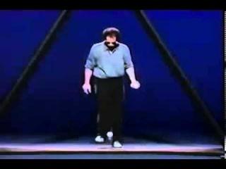 Невероятно талантливый жонглер -- просто С У П Е Р!