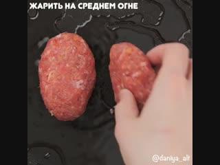 Говяжьи котлеты с сыром и яйцом