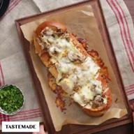 id_57487 Горячий багет с сырно-грибной начинкой 👇🏻  Автор: Tastemade  #gif@bon