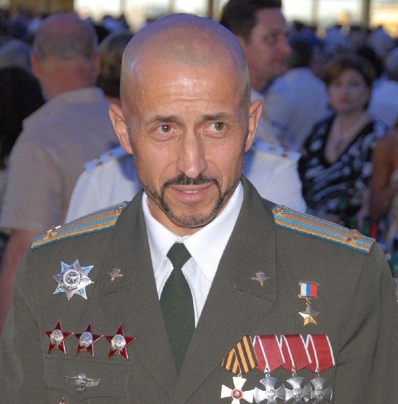 9 декабря в России отмечается День Героев Отечества.