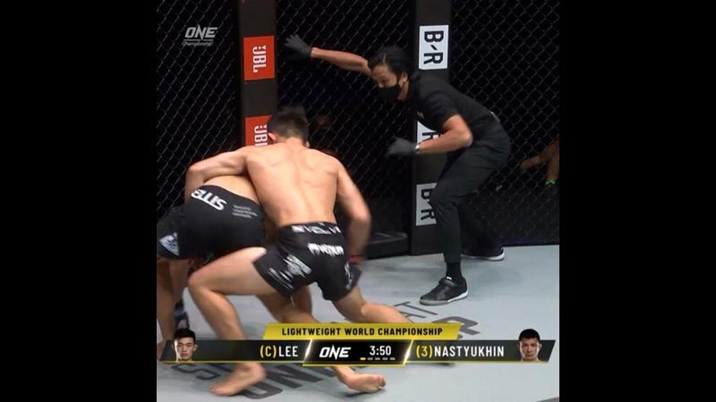 Кристиан Ли нокаутировал Тимофея Настюхина.