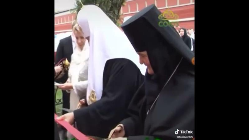 Как вам бедная работница православной церкви