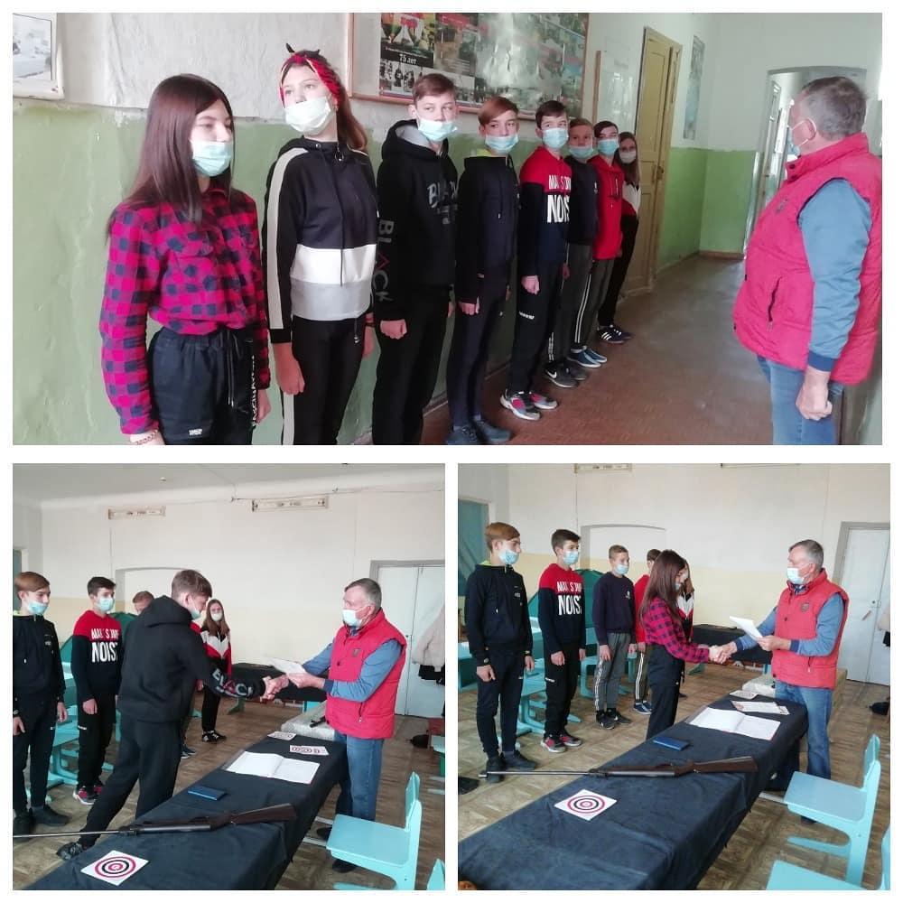 Юнармейцы Петровска соревновались в стрельбе из пневматической винтовки