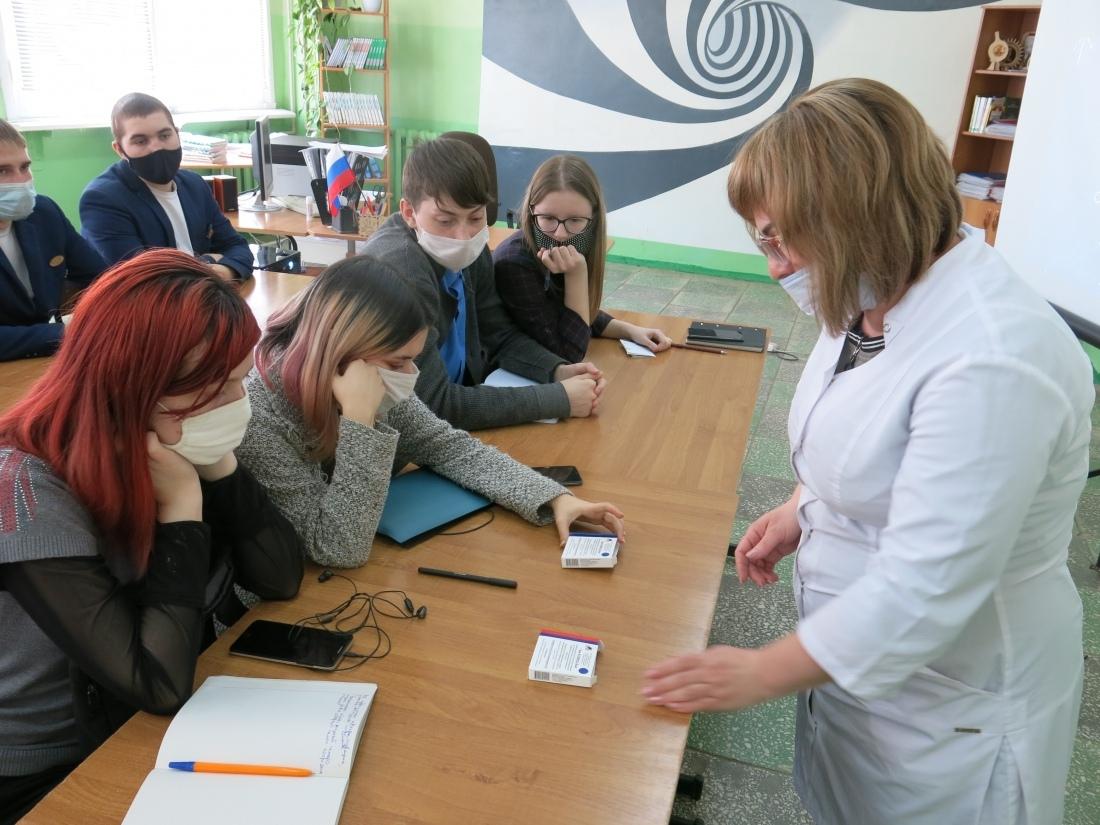 Петровским студентам рассказали о вакцинации от коронавируса