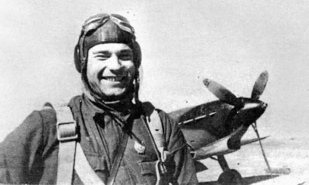 Владимир Дмитриевич Лавриненков Советский ас-истребитель, дважды Герой Советского Союза, генерал-полковник авиации.К февралю 1943 года Лавриненков совершил 322 боевых вылета, участвовал в 78