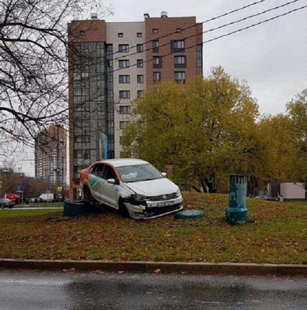 Стихийный памятник каршерингу появился вчера на ул...