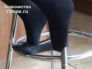 Девушка в балетках и черных колготках играет балеткой (Ножки, Фетиш, Фут, Foot, Fetish, Чулки, Legs, Секси)