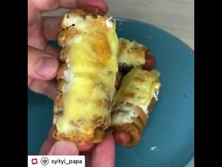 Сосиски в сушках, под сырной корочкой и соусом! Это же надо было до такого додуматься)))