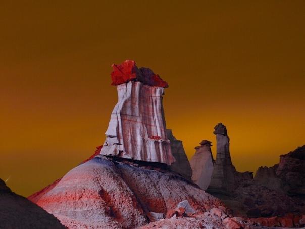 Фотограф создает инопланетные пейзажи с помощью подсветки