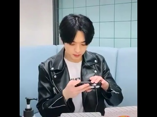 210327 lee know's vlive