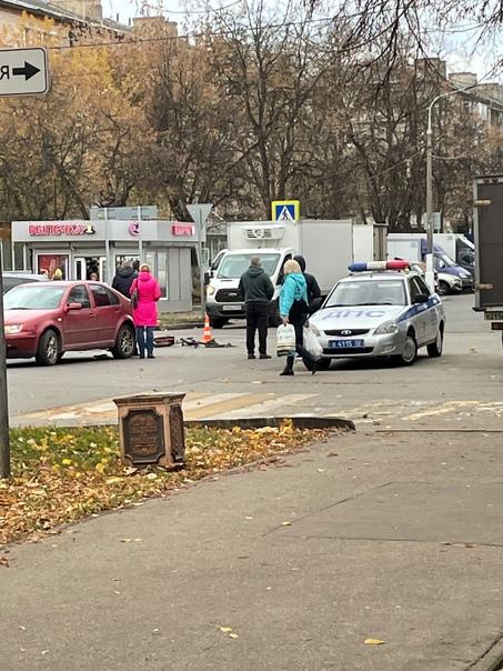 На проспекте 50-летия Октября сбили парня на элект...