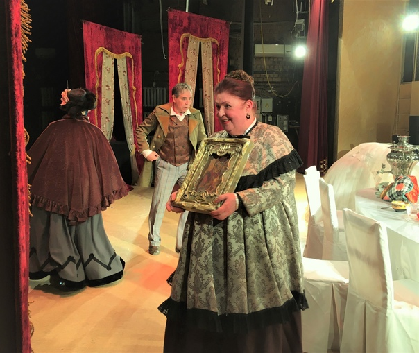 """Вчера на сцене Городского театра в Анапе прошёл гастрольный показ комедии """"Женитьба"""" Н.Гоголя...."""