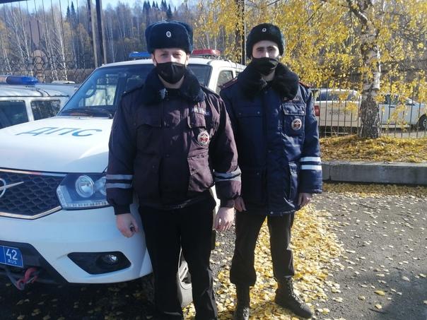 В Кузбассе сотрудники ГИБДД помогли автомобилисту,...