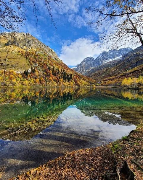 Кардывач — второе по величине озеро в Краснодарском крае.  Озеро расположено у подножия южного склона Главного... Сочи