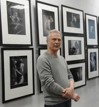 Сегодня день рождения отмечает Александр Маслов — автор недавней выставки работ в жанре ню,