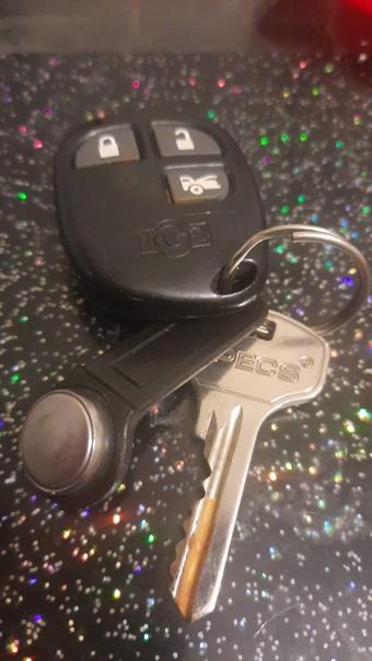 найдены ключи, как понял от машины.кто потерял-отп...