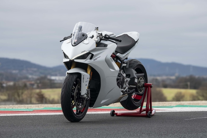 Фотографии Ducati SuperSport 950 2021